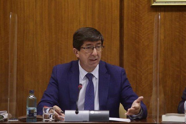 El vicepresidente de la Junta de Andalucía y consejero de Turismo, Regeneración, Justicia y Administración Local, Juan Marín, comparece en comisión parlamentaria. (Foto de archivo).