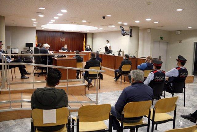 Pla general dels acusats de traficar amb drogues, al judici celebrat a l'Audiència de Lleida. Imate del 28 d'octubre de 2020. (Horitzontal)
