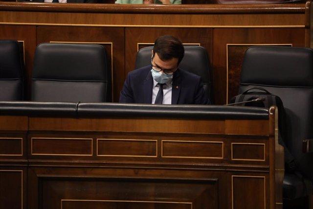 El ministro de Consumo, Alberto Garzón, durante una sesión plenaria en el Congreso de los Diputados, en Madrid, (España), a 15 de octubre de 2020. Esta sesión se centrará, entre otras cuestiones, en explicar el estado de alarma decretado en Madrid por la