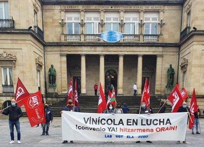 """Los sindicatos del sector vinícola alavés intensificarán sus movilizaciones si no hay avances para un convenio """"digno"""""""