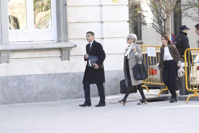 El exjefe de los Mossos d'Esquadra, Josep Lluis Trapero, llega al Tribunal Supremo para declara en la jornada 17 del juicio del procés, acompañado de su abogada, Olga Tubau.