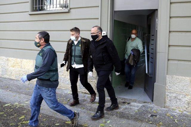 La Guàrdia Civil s'emporta l'empresari i activista independentista gironí, Josep Campmajó, el 28 d'octubre del 2002 (horitzontal)