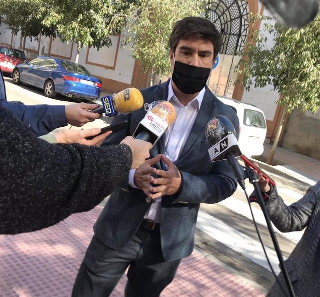El concejal del PSOE y presidente de la Junta de Distrito de Las Fuentes, Horacio Royo
