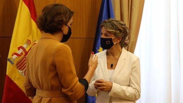 La ministra de Trabajo y Economía Social, Yolanda Díaz, y la presidenta del Club de las Malasmadres, Laura Baena, se reúnen en la sede del Ministerio