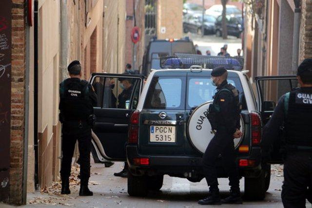 Moment en què Oriol Soler surt de casa seva en qualitat de detingut i se l'enduen la Guàrdia Civil. 28 d'octubre de 2020. (Horitzontal)