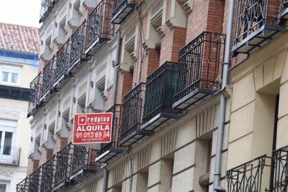 Siete de cada diez inmobiliarias rechaza de forma explícita alquilar a migrantes, según un estudio