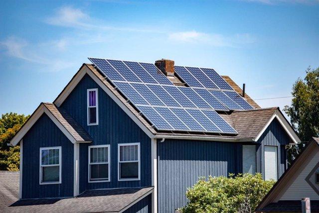 La energía solar es cada día la fuente de energía de más hogares