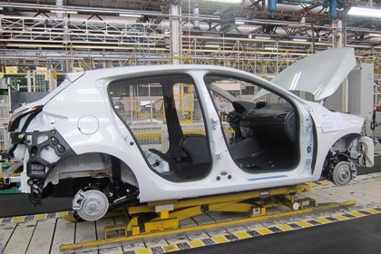 Renault comunica a los sindicatos la eliminación de medio turno en la factoría de Palencia desde enero