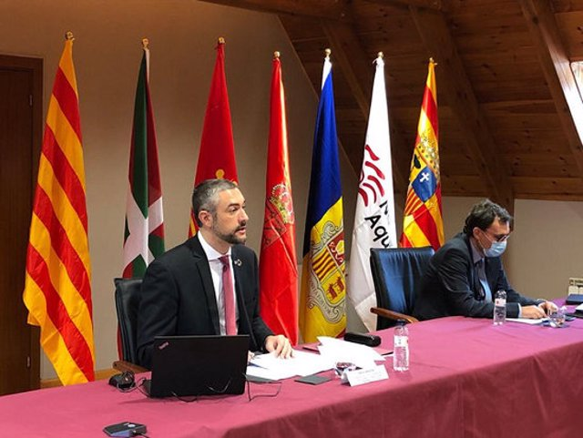 Pla mig del conseller d'Acció Exterior, Bernat Solè a la reunió de la  Comunitat de Treball dels Pirineus el 28 d'octubre del 2020. (horitzontal)