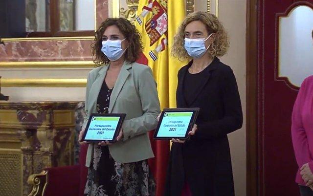 La ministra de Hacienda, María Jesús Montero, y la presidenta del Congreso, Meritxell Batet.