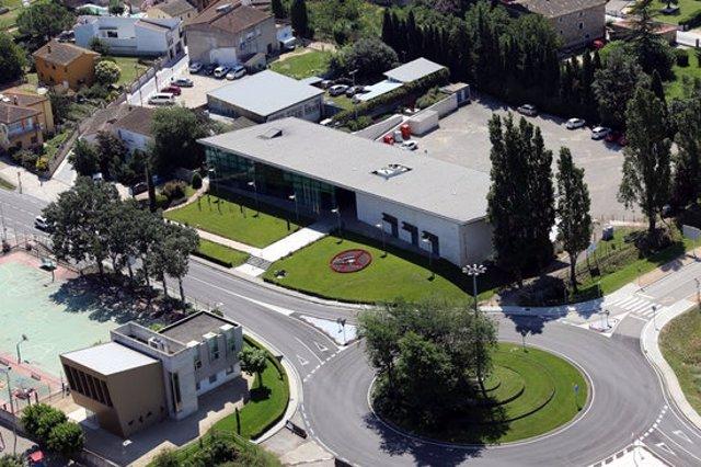 Pla general de l'entrada de Riudellots de la Selva i de l'edifici de l'Ajuntament. Imatge cedida aquest 28 d'octubre del 2020 (Horitzontal)