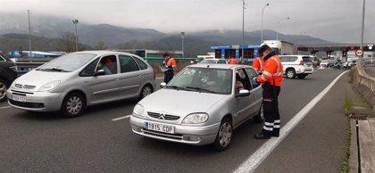 Ertzaintza y Policías Locales comienzan a realizar los primeros controles para vigilar el cumplimiento de restricciones