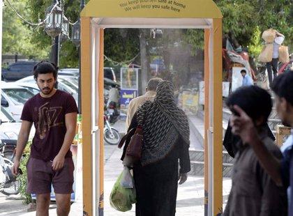 Pakistán hace obligatorio el uso de mascarilla a causa del repunte de los casos de coronavirus