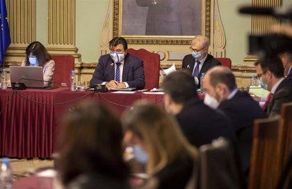 El pleno del Ayuntamiento de Huelva aprueba una bateria de medidas de ayudas a diversos sectores económicos