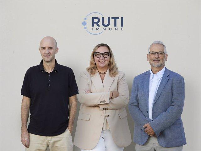 Doctor Pere-Joan Cardona, inventor de la vacuna Ruti; Olga Rué, ceo d'Archivel Farma, i Luis Ruiz, ceo d'Immune Therapeutics.