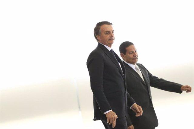 El presidente brasileño, Jair Bolsonaro, y el vicepresidente, Hamilton Mourao.