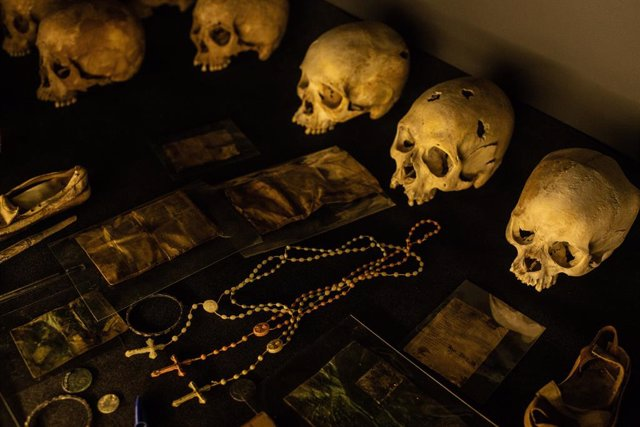 Restos no identificados de víctimas del genocidio de 1994 en Ruanda