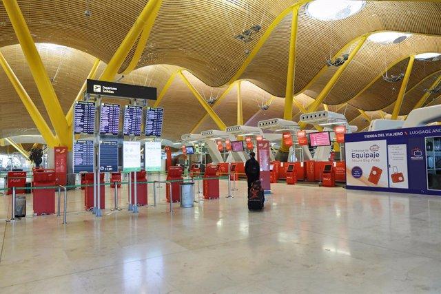 Ambiente en la T4 del Aeropuerto de Madrid-Barajas Adolfo Suárez.