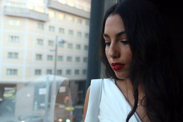 Perfil de la cantant María José Llergo, abans del concert a la Sala Barts, el 28 d'octubre del 2020 (horitzontal)