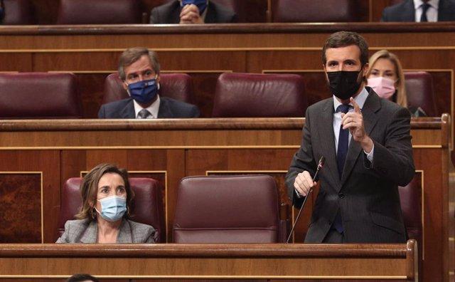 El líder del PP, Pablo Casado, interviene en una sesión de control al Gobierno en el Congreso de los Diputados, en Madrid, (España), a 28 de octubre de 2020.