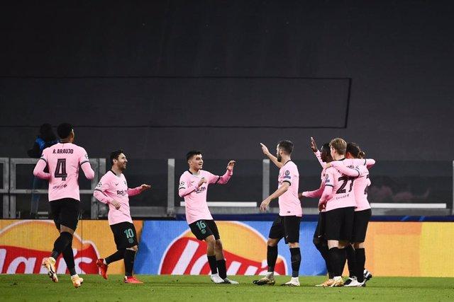 28 October 2020, Italy, Turin: Barcelona's Ousmane Dembele celebrates scoring hi