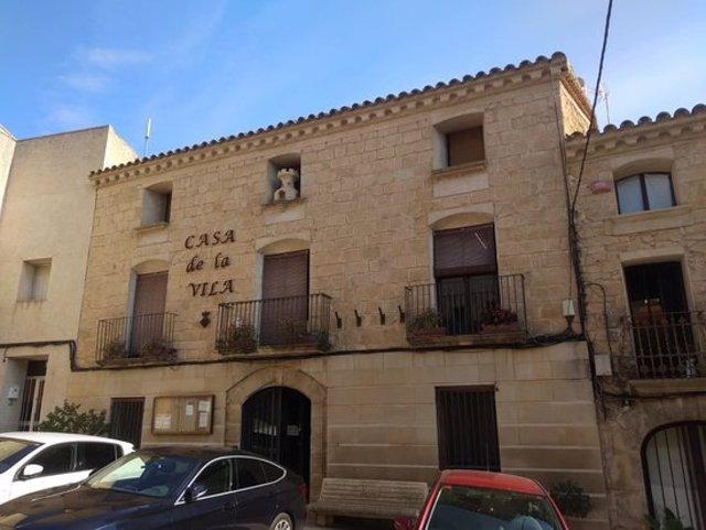 Pla obert de la façana de l'Ajuntament de Torrebesses, en una imatge d'arxiu. (Horitzontal)