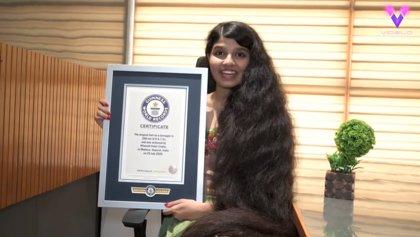 Conoce a Nilanshi Patel, la Rapunzel de 18 años cuya larga cabellera le ha hecho merecedora de un récord mundial Guinnes
