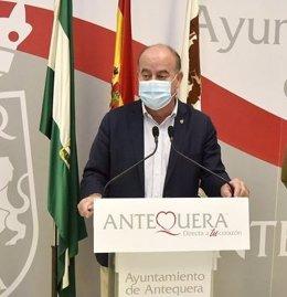 El alcalde de Antequera, Manuel Barón, en rueda de prensa