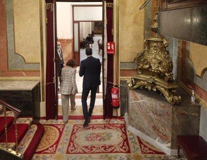 Sánchez abandona el Congreso tras escuchar a Illa sin oír las críticas de Casado