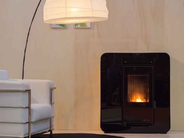 Una estufa de biomasa en una vivienda.