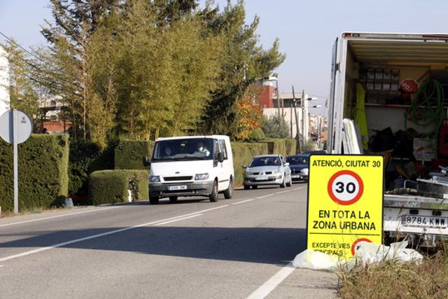 Un dels senyals que s'ha col·locat en una de les entrades a Lleida, concretament a l'avinguda Flix del barri de la Bordeta. Imatge del 29 d'octubre de 2020. (Horitzontal)