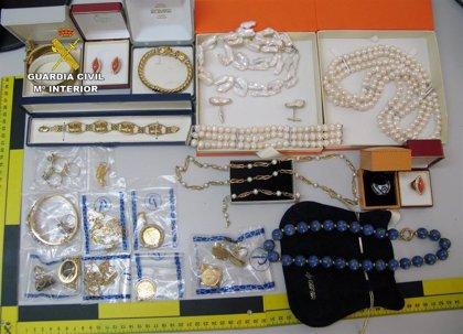 La Guardia Civil desmantela en Águilas un grupo criminal dedicado a la venta de joyas robadas