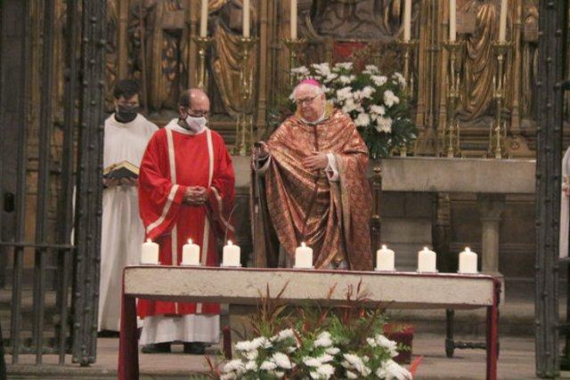Pla mitjà del Bisbe Pardo durant la missa que s'ha fet aquest dijous 29 d'octubre de 2020 a Girona. (Horitzontal)