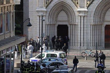 França.- Abatut un home a Avinyó després d'amenaçar uns policies amb un ganivet