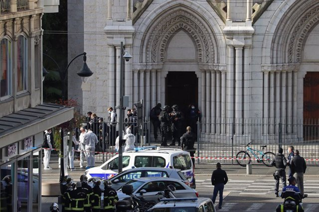 29 October 2020, France, Nice: French members of the elite tactical police unit (RAID) enter to search the Basilica of Notre-Dame de Nice after a knife attack in Nice. At least one person has been killed and several others injured in a knife attack at a c