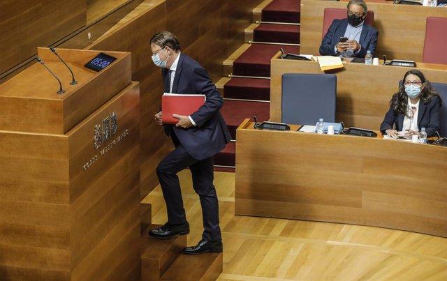 El president de la Generalitat, Ximo Puig, es dirigeix a intervenir en Els Corts en el debat de l'estat de la comunitat