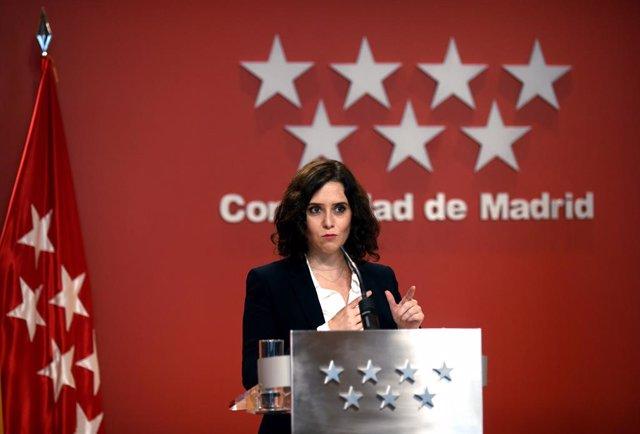 La presidenta de la Comunitat de Madrid, Isabel Díaz Ayuso, compareix en una roda de premsa a la Casa Reial de Correus. Madrid, (Espanya), 21 d'octubre del 2020.