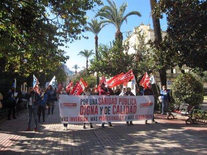Un centenar de personas se concentra en Badajoz convocadas por CCOO en defensa de la sanidad pública