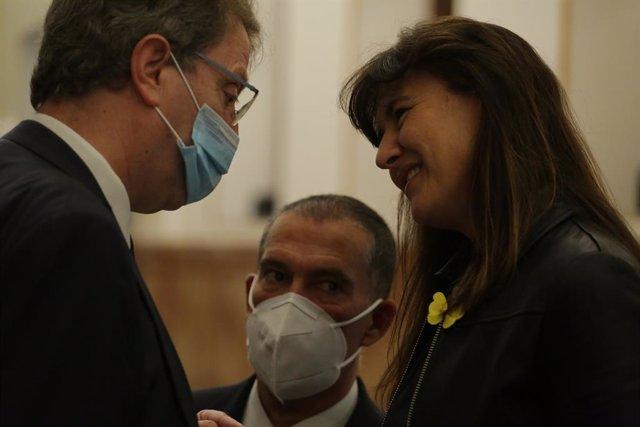 La portaveu del Grup JxCat al Congrés dels Diputats, Laura Borràs parla amb el diputat del PDeCAT Ferran Bel.