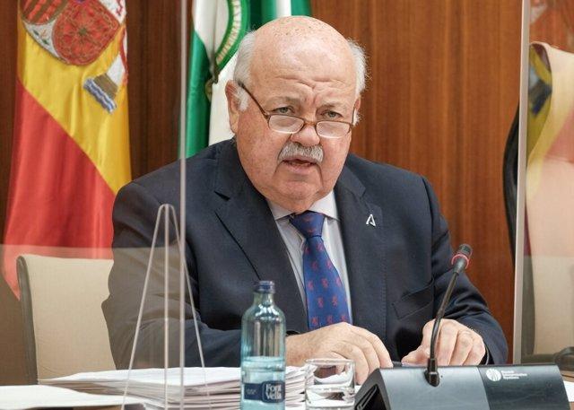 El consejero andaluz de Salud y Familias, Jesús Aguirre, comparece en comisión parlamentaria.