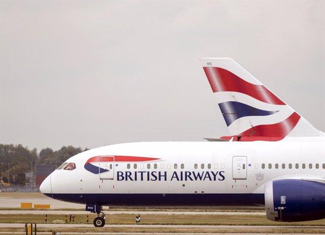Un avión de British Airways en el aeropuerto de Heathrow.