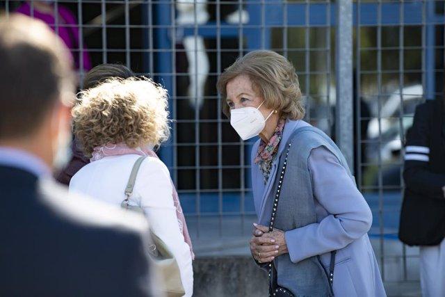La Reina Sofía durante su recorrido por Bancos de Alimentos de España