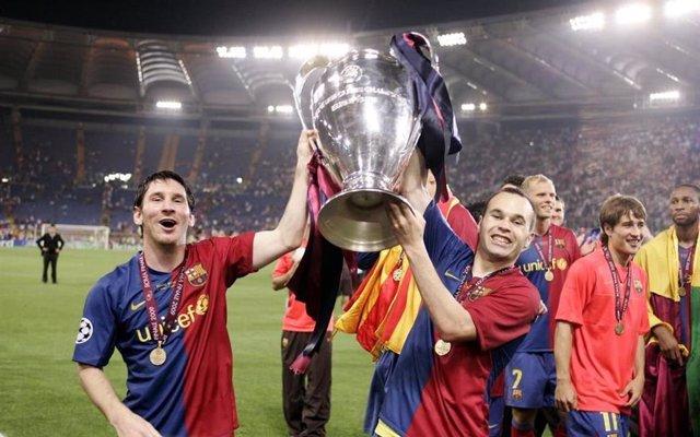 Leo Messi y Andrés Iniesta con la Champions de 2009