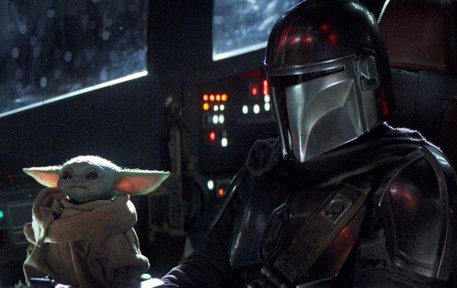 Baby Yoda y Mando en The Mandalorian, la serie de Star Wars