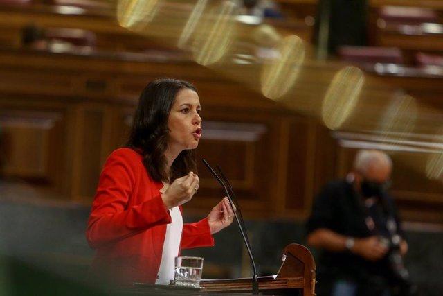 La presidenta de Ciudadanos, Inés Arrimadas, durante una intervención en el Pleno del Congreso de los Diputados.