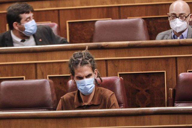 El diputado de Unidas Podemos Alberto Rodríguez (c), durante una sesión plenaria en el Congreso de los Diputados, en Madrid (España), a 29 de septiembre de 2020.