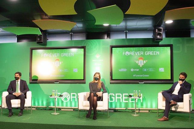 Angel Haro (izda), durante la presentación de la plataforma Forever Green