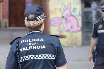 Detenido un hombre por agredir a su novia y sacarla a la calle completamente desnuda en València
