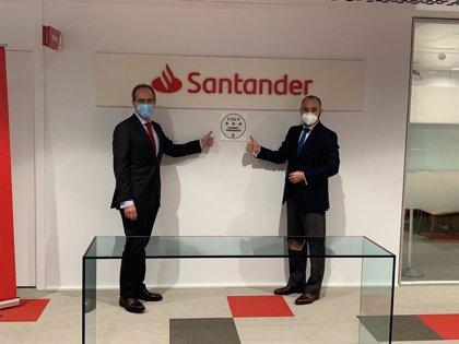 Banco Santander recibe el sello de 'Garantía Madrid' por sus buenas prácticas frente al Covid-19