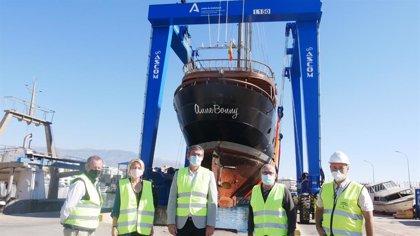El nuevo pórtico grúa del Puerto de Adra (Almería) entra en funcionamiento